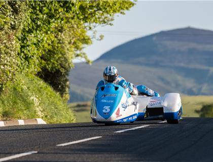 Holden/Winkle top the sidecar qualifying board ahead of first race at 2016 Isle of Man TT