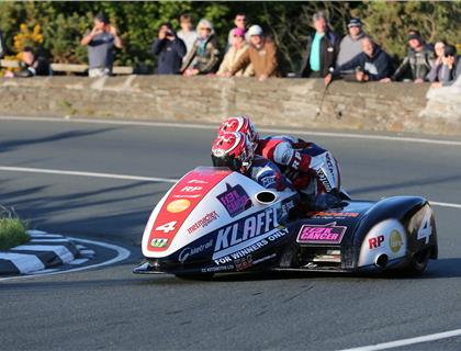 Reeves takes the lead as sidecar pace heats up in Thursday's qualifying session
